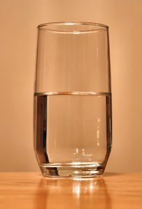 how-many-ounces-water-per-day-204x300